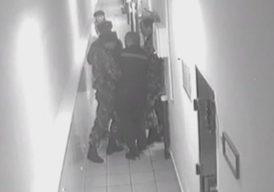 ВБашкирии осужденный колонии пытался задушить охранника