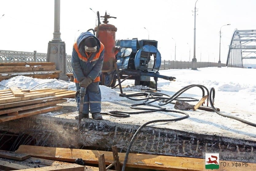 Настаром Бельском мосту вУфе демонтировали один из 3-х дефектных швов