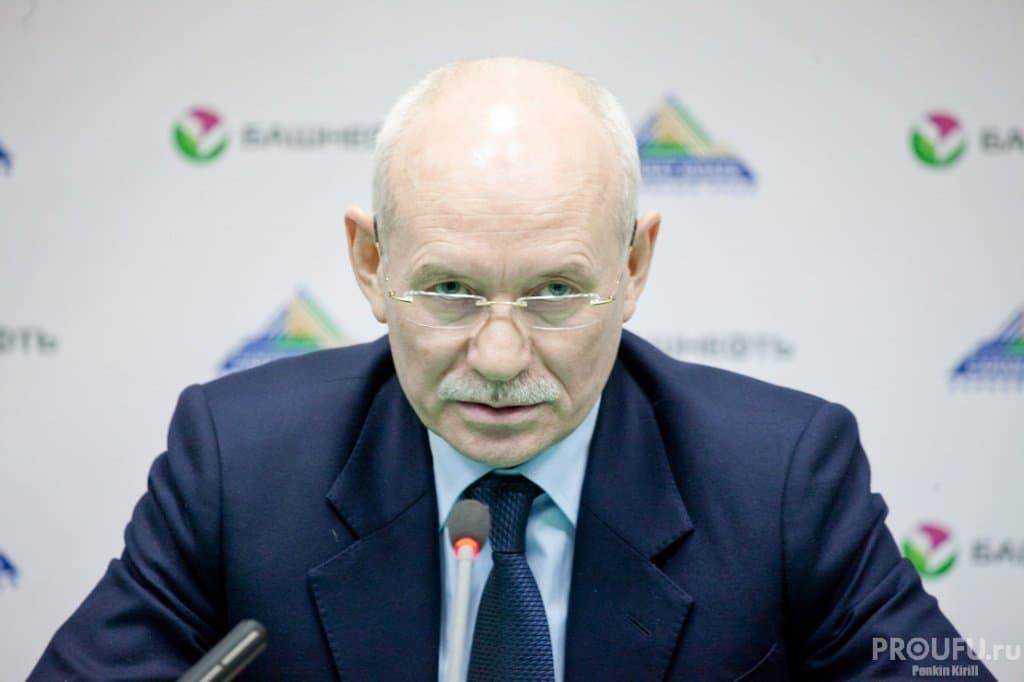 Рустэм Хамитов теряет позиции в национальном рейтинге губернаторов