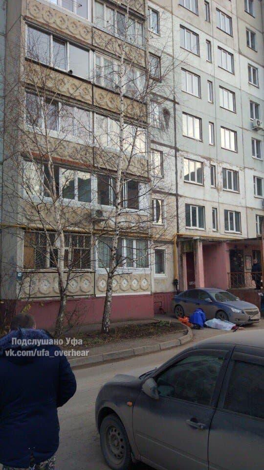 В Уфе под окнами многоэтажки обнаружен труп женщины