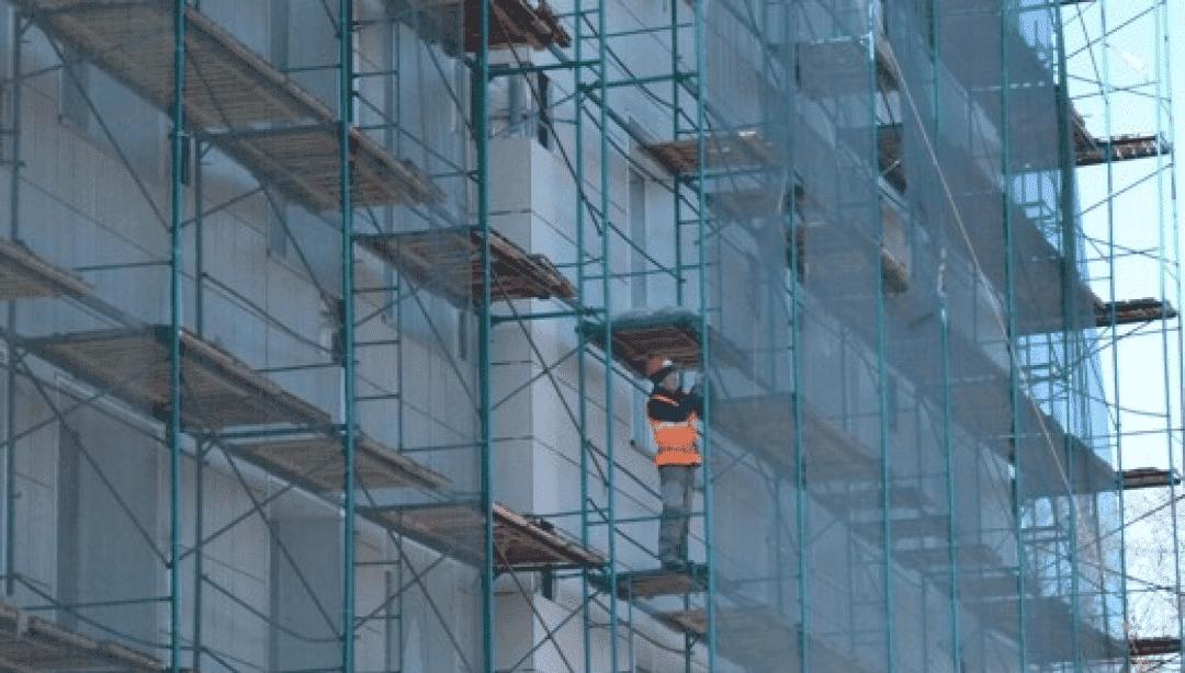 Встолице Башкирии реконструируют фасад здания Уфимского приборостроительного производственного объединения