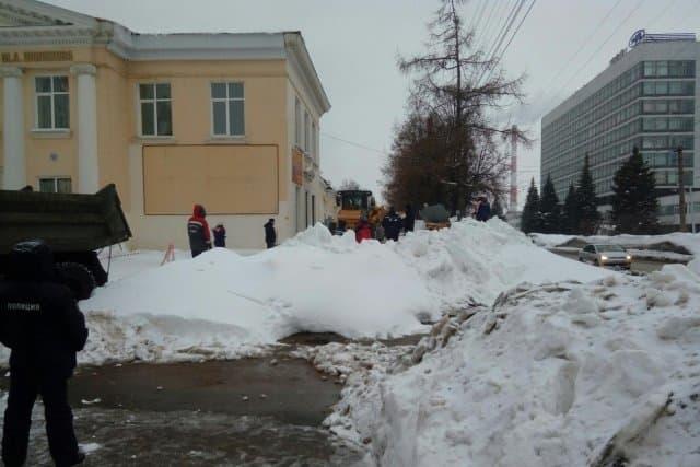 ВУфе cотрудники экстренных служб ненашли людей под снежным завалом
