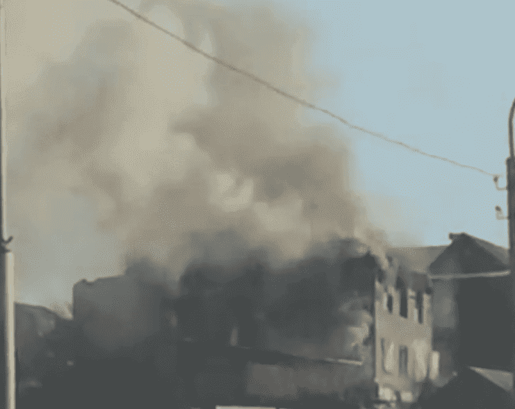 ВУфе за пару минут  сгорел двухэтажный барак