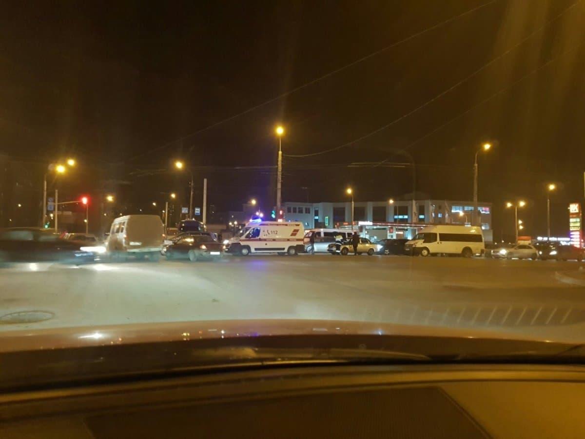 Ночью в Уфе столкнулись пассажирский автобус и легковая машина
