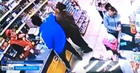 Видео – В Башкирии в магазине избит пенсионер