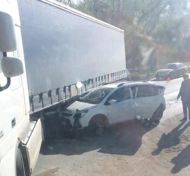 ВУфе иностранная машина  столкнулась сфурой, один пострадавший