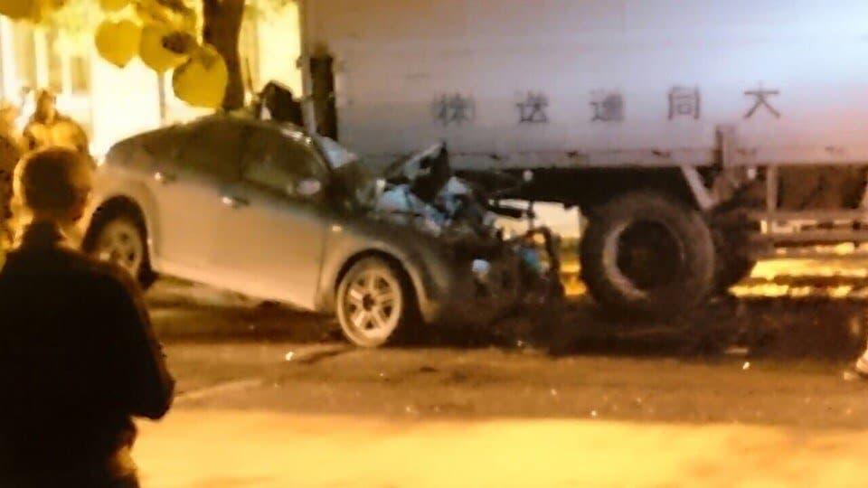 ВУфе легковушка влетела под грузовой автомобиль, погибли два человека