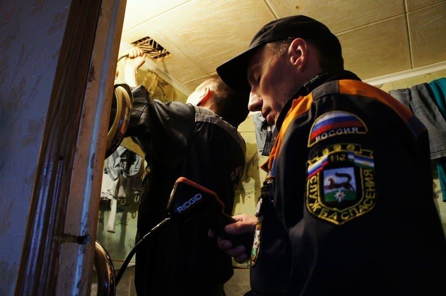 ВУфе cотрудники экстренных служб вызволили избетонного плена кошку