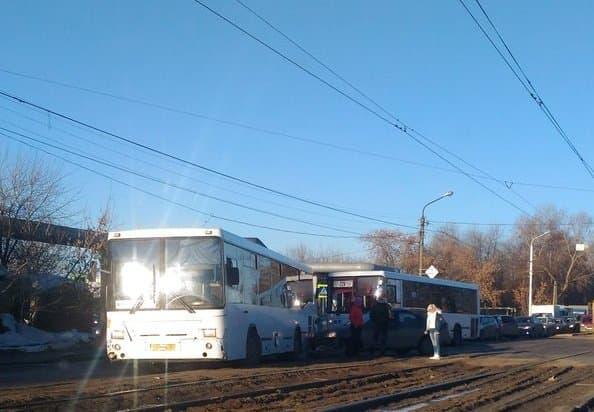 В Уфе из-за массовой аварии образовалась большая пробка