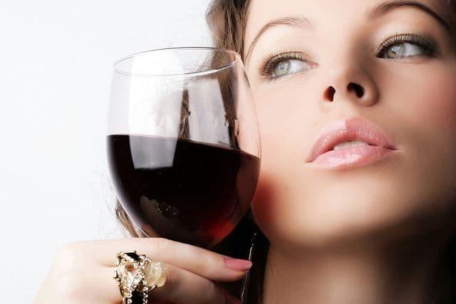 Ученые: употребление вина перед сном несомненно поможет сохранить фигуру