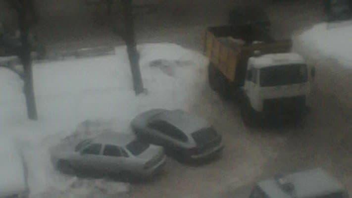 ВКазани неизвестные сножом напали наводителя снегоуборочной машины