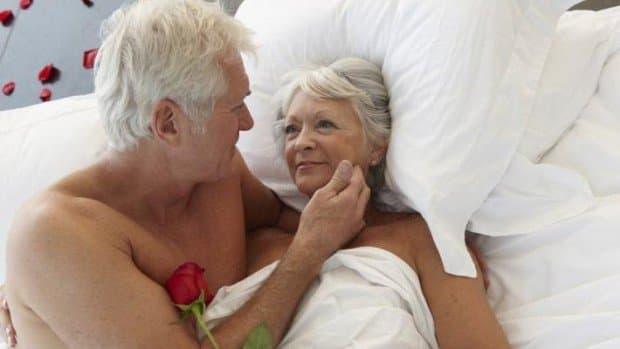 Исследование: сгодами женщины получают больше удовольствия отсекса