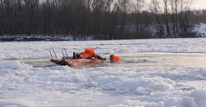 Уфимские cотрудники экстренных служб тренировались спасать рыбаков нальду
