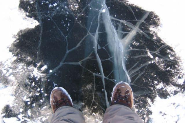 Наберегу реки Уфы спасли провалившуюся под лед девушку