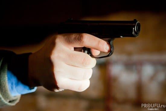 ВУфе неизвестный шофёр БМВ расстрелял 2-х прохожих