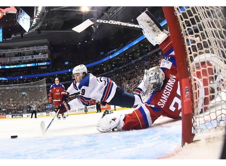 Русские хоккеисты проиграли жителям Америки вматче молодежногоЧМ