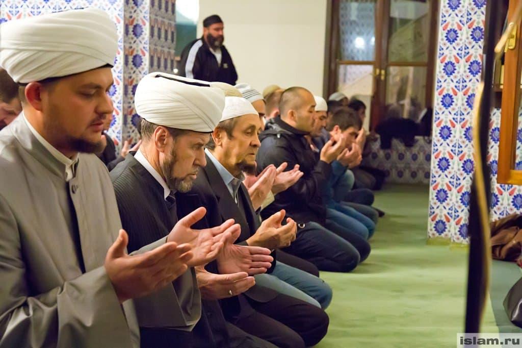 Умусульман начинается священный месяц поста Рамадан