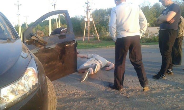 В Башкирии полиция уложила нетрезвого виновника ДТП на асфальт