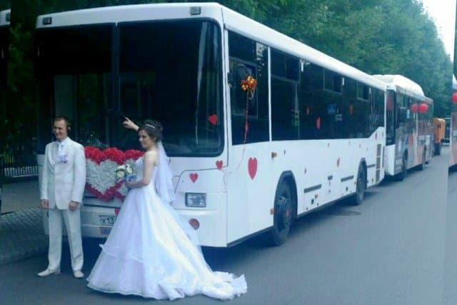 Невесту имеют в автобусе